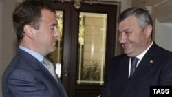 Дмитрий Медведев һәм Көньяк Осетия башлыгы Эдуард Кокойты