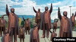 Статуата на Ким Јонг Ун на плоштадот Македонија во Скопје, дело на Игор Сековски.