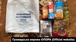 Продуктові набори, які роздавали мешканцям 50 виборчого окуругу в інтересах кандидата в народні депутати Андрія Аксьонова
