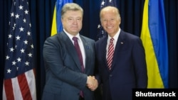 Ukraine's Petro Poroshenko (left) meets with Joe Biden in New York in September.