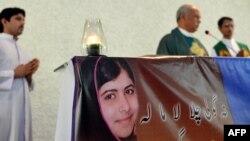 За Малалу молились і пакистанські християни. Фото з римо-католицького храму Фатіми у столиці Ісламабаді, 11 жовтня 2012 року