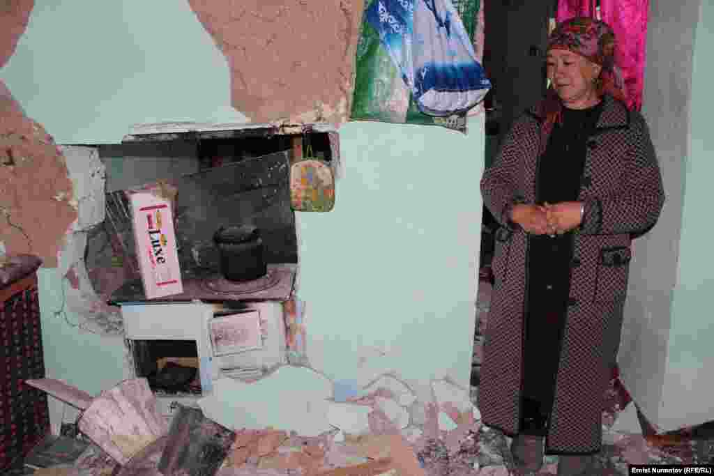 К счастью, землетрясение не привело к человеческимжертвам. Люди живы и здоровы. Только в день землетрясения увеличилось число обращений к медикам с жалобами на повышенное давление. Только в Кара-Суйском районе более 200 человек обратились в больницу.