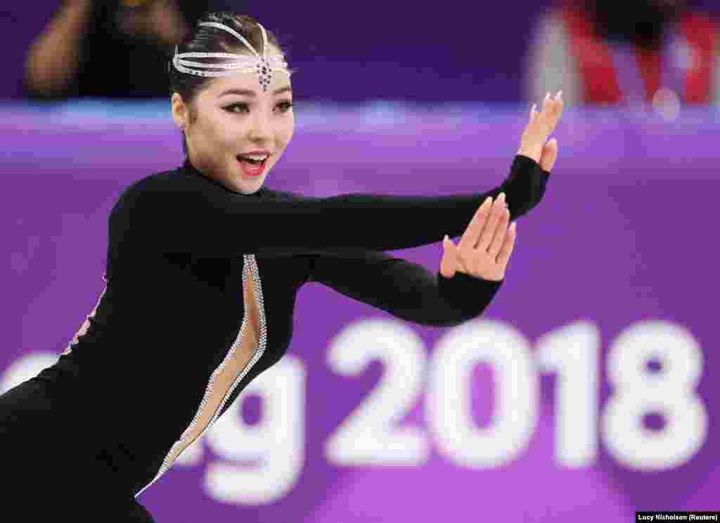 Казахстанка Айза Мамбекова оказалась на 30-м месте. Она получила 44,40 балла, не сумев пробиться в число 24 фигуристок, допущенных к выступлению в произвольной программе.