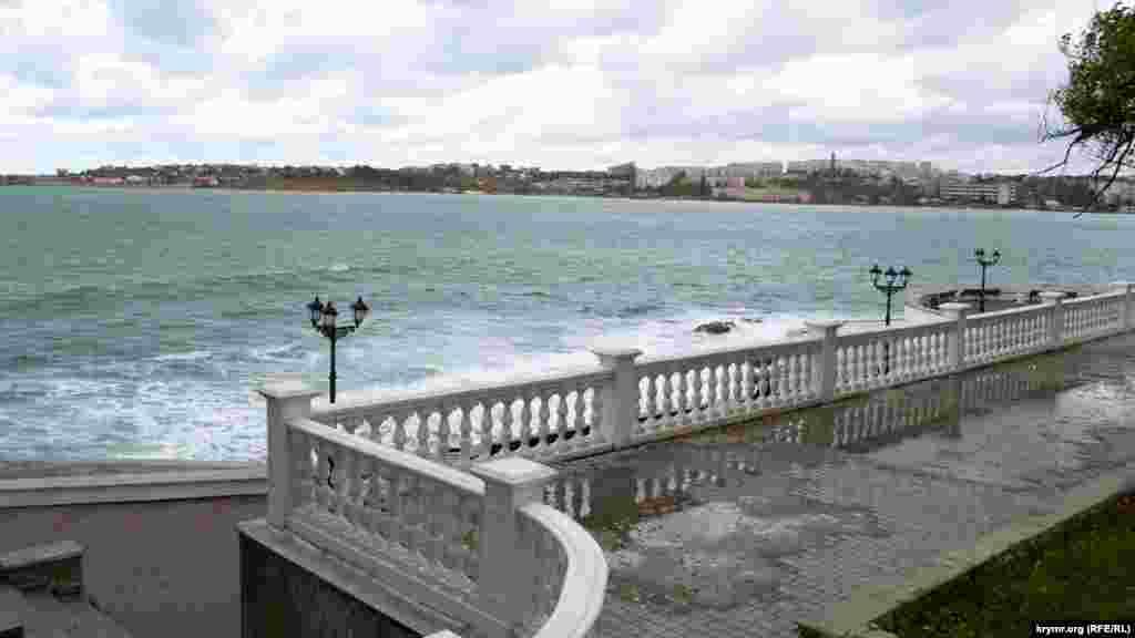 Приморський бульвар, вид на Севастопольську бухту.