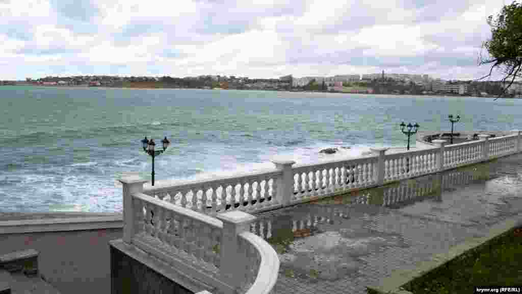 Приморский бульвар, вид на Севастопольскую бухту