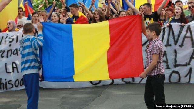 Moldovanın Rumıniyaya birləşməsini istəyən moldovanlar mitinq keçirib