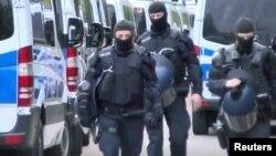 Alman polisinin miqrantlara qarşı reydi