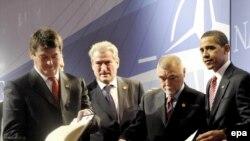 Претседателите на Албанија, Хрватска и САД при пристапувањето во НАТО