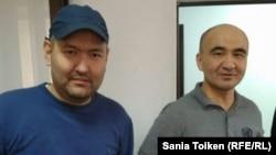 Азаматтық белсенділер Макс Боқаев (оң жақта) пен Талғат Аян өздеріне қарсы қозғалған іс бойынша сотта. Атырау, 28 қазан 2016 жыл.