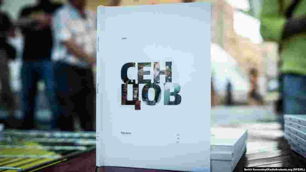 На майдані Незалежності можна було купити примірник автобіографічної книги режисера