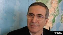 عباس جوادی از پژوهشگران تاریخ آذربایجان و از مدیران رادیو اروپای آزاد، رادیو آزادی