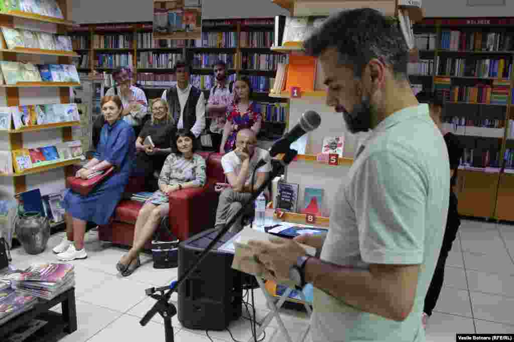 Scriitorul Marius Chivu