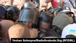 Штовханина «Беркуту» і мітингувальників під стінами Київради, 11 липня 2013 року