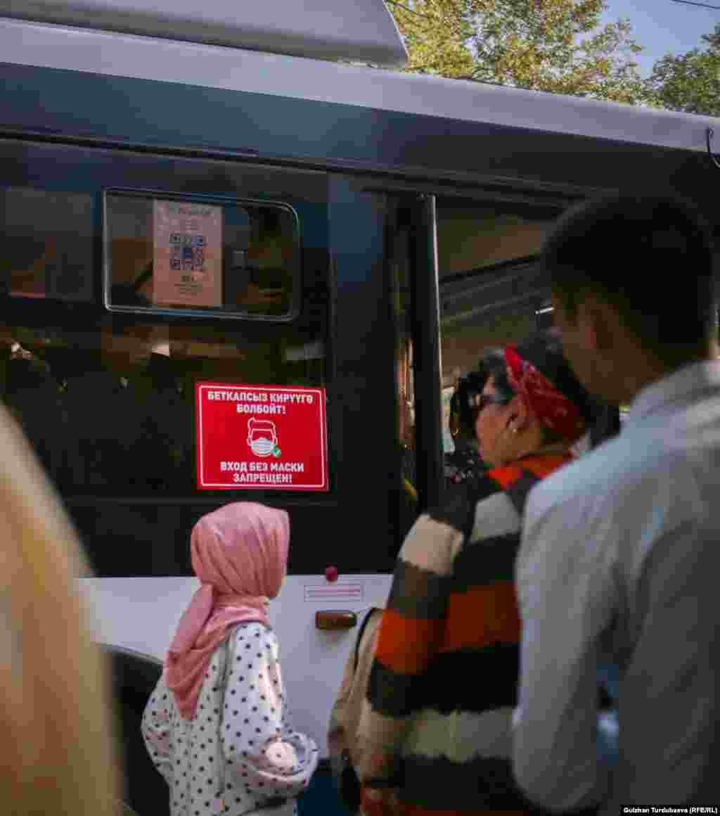 Два дня назад представители фирм-перевозчиков предупредили муниципалитет о грядущей забастовке. Они требуют повышения тарифов на проезд.