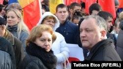 Zinaida Greceanîi și Igor Dodon la o demonstrație de protest la Chișinău