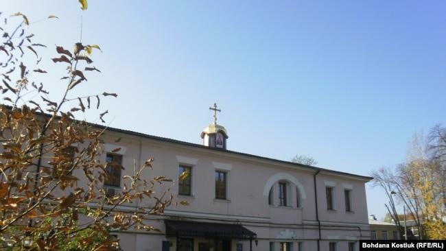 Сучасний вигляд храму Покрови Божої Матері при військовому шпиталі. Київ, 20 жовтня 2019 року