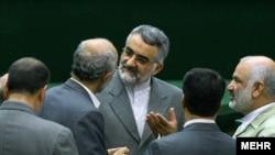 علاءالدین بروجردی (وسط)، رئیس کمیسیون امنیت ملی مجلس
