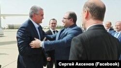 Российский глава Крыма Сергей Аксенов (л) в Сирии, 15 октября 2018 года