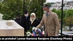 Predstavnici Vlade Kantona Sarajevo polažu cvijeće, Sarajevo, 2. maj 2020.