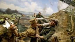 Сцена, воссоздающая схватку советских солдат с нацистами.