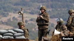 Војници на КФОР во близина на Јариње