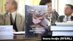 Sa promocije u Helsinškom odboru za ljudska prava, Beograd, 6. april 2012.