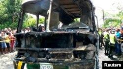 Pamje të autobusit të djegur në Kolumbi