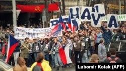 Митинг в поддержку кандидатуры Вацлава Гавела на пост президента Чехословакии. Прага, декабрь 1989 года
