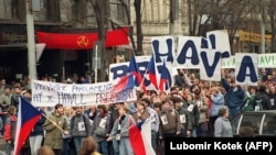 Pavel Pechacek: November 21, 1989 on Wenceslas Square