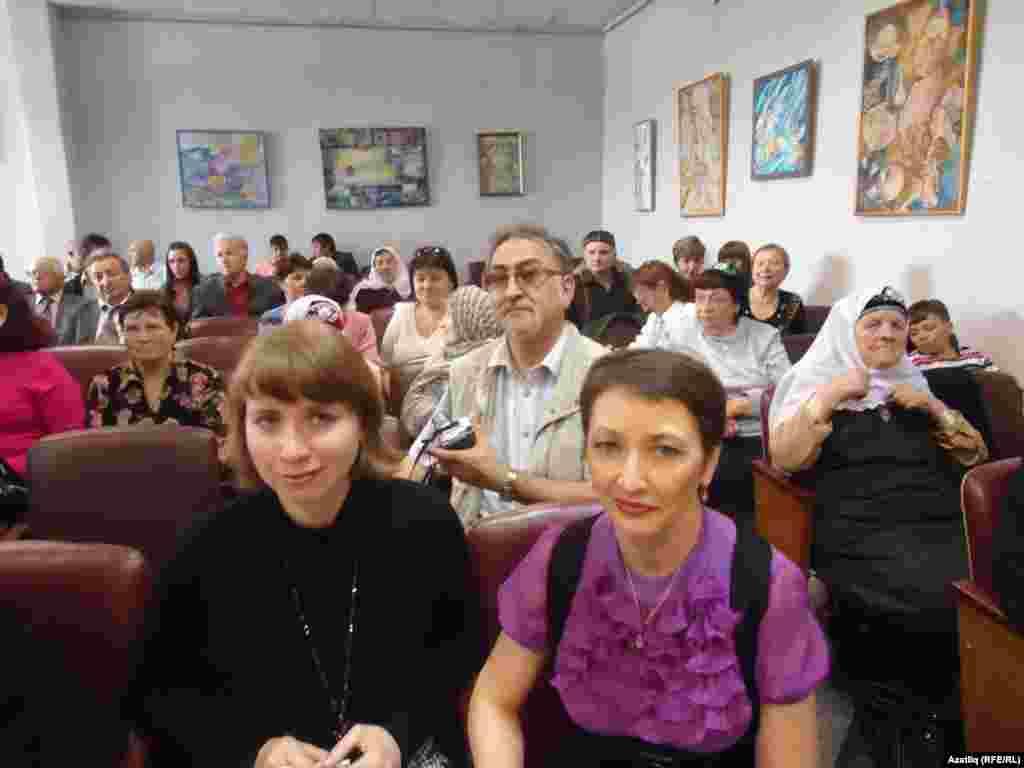 Шәһәр администрациясенә очрашуга килгән татарлар
