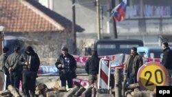 Një nga barrikadat e serbëve në veri të Kosovës.