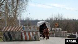 Профессионвльными обязанностями связи супругов Чхетия с родным краем не ограничиваются: в Абхазии у них остаются и родные
