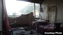 Armenia -- A house in Varhavar border village damaged after an earthquake in Iran, 13Aug2012.