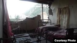 Armenia -- A house in Varhavar border village damaged after an earthquake in Iran, 13Aug2012.