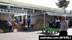 Рынок в Ашгабате. Июль 2019 года.