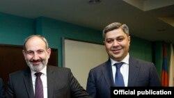 Премьер-министр Армении Никол Пашинян (слева) и директор СНБ Артур Ванецян (архив)