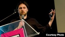 Уредникот на информатичкиот портал it.mk, Виктор Дано