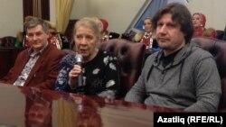 Фильмны төшерү төркеме, уртада режиссер Евгения Тирдатова