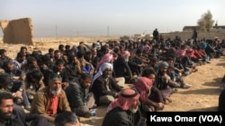 غیرنظامیانی که از غرب موصل گریخته اند.