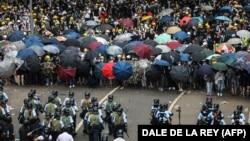 Противостояние демонстрантов и полиции в Гонконге. 12 июня.