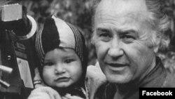 Али Хамраев с сыном.
