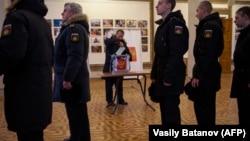 Российские военнослужащие на досрочном голосовании в Севастополе. 15 марта 2018 года. Иллюстративное фото.