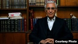 گفت وگو با قاسم شعله سعدی در مورد خاکسپاری ناصر کاتوزیان