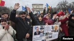 La protestele din Piața MAN la Chișinău solicitînd un referendum constituțional