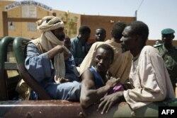 Пленные исламисты - 7 малийцев, один нигериец и один мавританец. Север Мали.