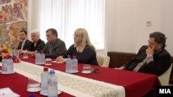 Членовите на Комисијата која ќе ги истражува настаните од 24 декември. Екс претседател на Комисијата професор Борче Давитковски. Останатите членови на Комисијата -Благородна Дулиќ и Илија Димовски од ВМРО-ДПМНЕ и Рената Треновска Десковска и Љубомир Фрчкоски од СДСМ.