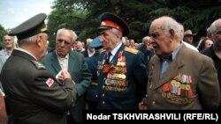 У Мемориала погибшим воинам собрались те немногие, кто еще может рассказать об увиденном во время войны
