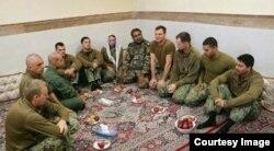 تصاویر منتشرشده از طرف ایران ملوانهای بازداشتشده را نشان میدهد