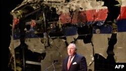 Тьїббе Яустра, голова нідерландської Ради розслідувань у справах безпеки, оприлюднює звіт