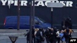 عملیات نیروهای ویژه پلیس فرانسه برای نجات گروگانهای حمله به سوپرمارکت یهودی در پاریس که عامل آن امدی کولیبالی بود.